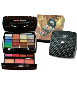 BR 20 Eyeshadow/ 4 Lip Gloss/ 3 Blush/ 1 Mascara Dimensions: 10Lx4.75Wx1H (JC229-3)